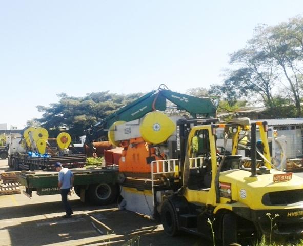 Remoções de maquinas e equipamentos.